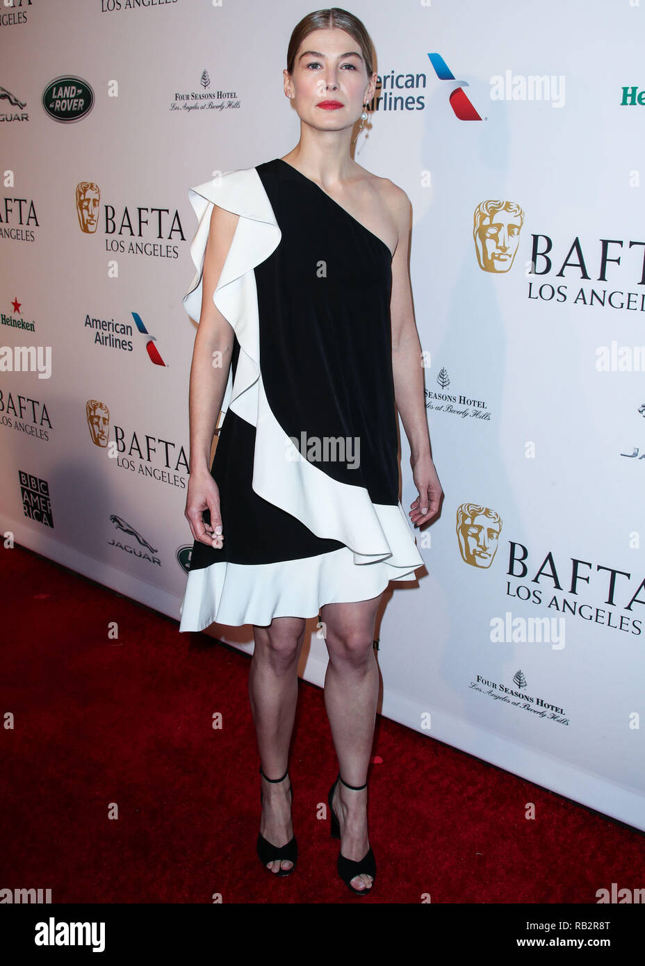 California, USA. 5th Jan 2019. Actress Rosamund Pike wearing Pierre Hardy shoes arrives at the BAFTA (British Academy of Film and Television Arts) Los Angeles Tea Party 2019 held at the Four Seasons Hotel Los Angeles at Beverly Hills on January 5, 2019 in Beverly Hills, Los Angeles, California, United States. (Photo by Xavier Collin/Image Press Agency) Credit: Image Press Agency/Alamy Live News - Stock Image