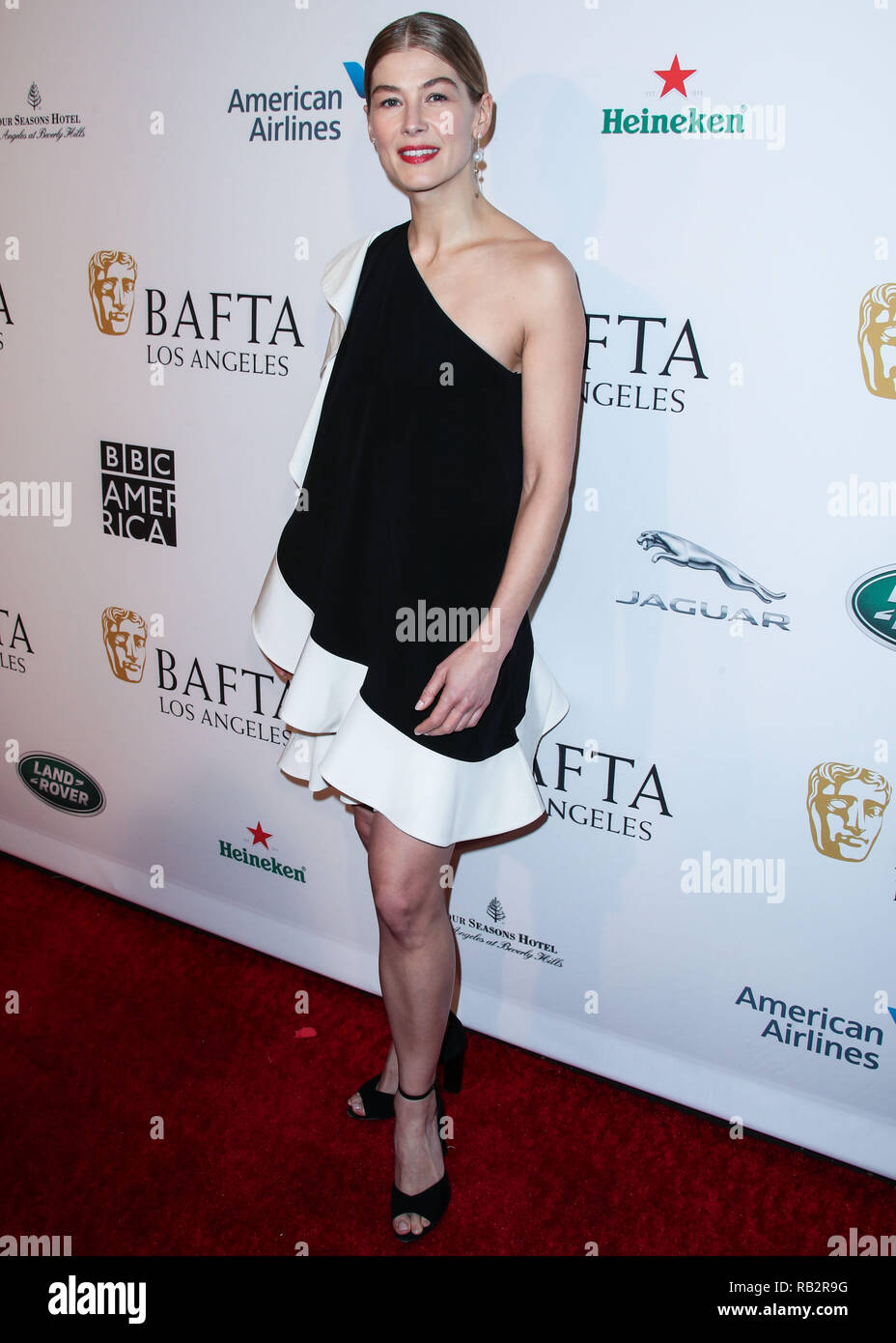 California, USA. 5th Jan 2019. Actress Rosamund Pike wearing Pierre Hardy shoes arrives at the BAFTA (British Academy of Film and Television Arts) Los Angeles Tea Party 2019 held at the Four Seasons Hotel Los Angeles at Beverly Hills on January 5, 2019 in Beverly Hills, Los Angeles, California, United States. (Photo by Xavier Collin/Image Press Agency) Credit: Image Press Agency/Alamy Live News Stock Photo