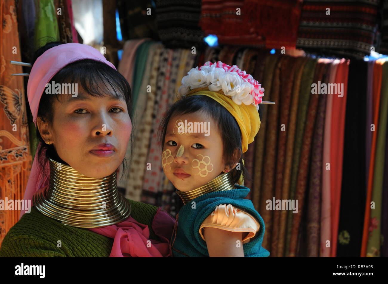 Kayan Lahwi woman and child with distinctive brass neck rings, Chiang Mai Province, Thailand Stock Photo
