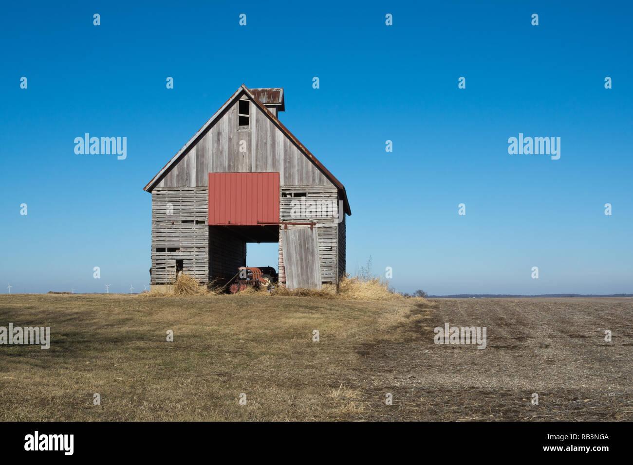 Old wooden barn in the rural open farmland.  Illinois, USA Stock Photo