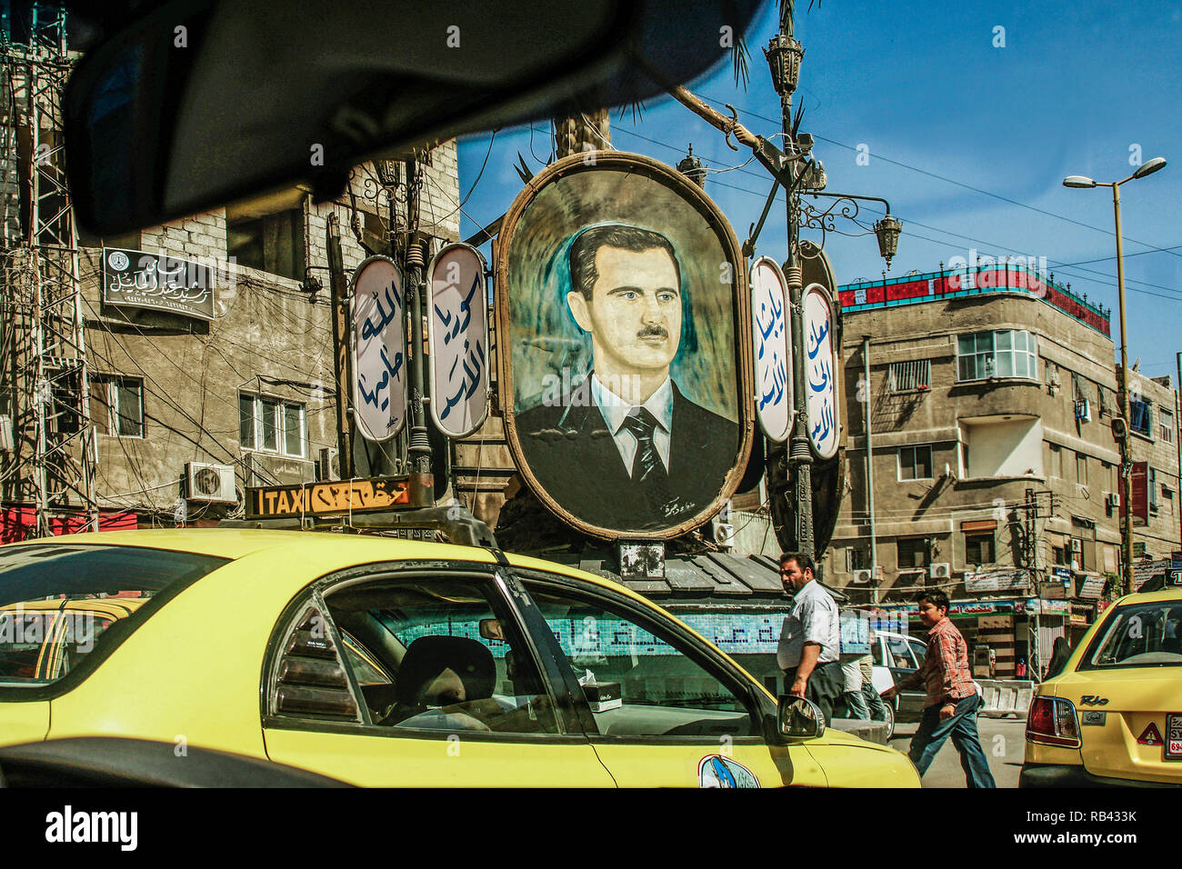 Traffic at Damascus, under the eye of President Bashar al-Assad. Damascus. Syria, Middle East - Stock Image