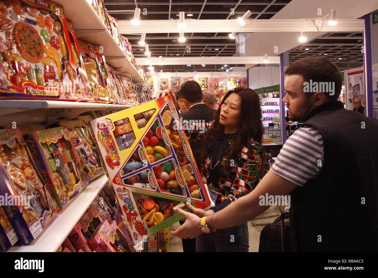 Hong Kong, CHINA. 7th Jan, 2019. Overseas buyer examines the product at the booth during 45th HK Toys & Games Fair.Jan-27, 2019 Hong Kong.ZUMA/Liau Chung-ren Credit: Liau Chung-ren/ZUMA Wire/Alamy Live News Stock Photo