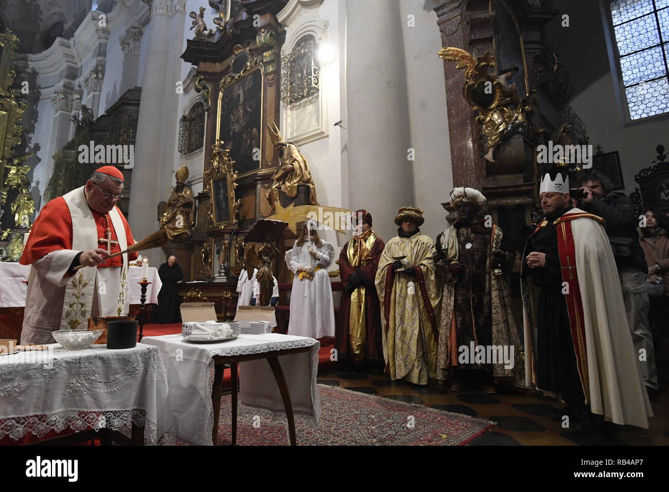 Prague, Czech Republic. 06th Jan, 2019. Cardinal Dominik Duka blesses the charity-organized Three Kings' Money Collection in Prague, Czech Republic, January 6, 2019. Credit: Michal Krumphanzl/CTK Photo/Alamy Live News - Stock Image