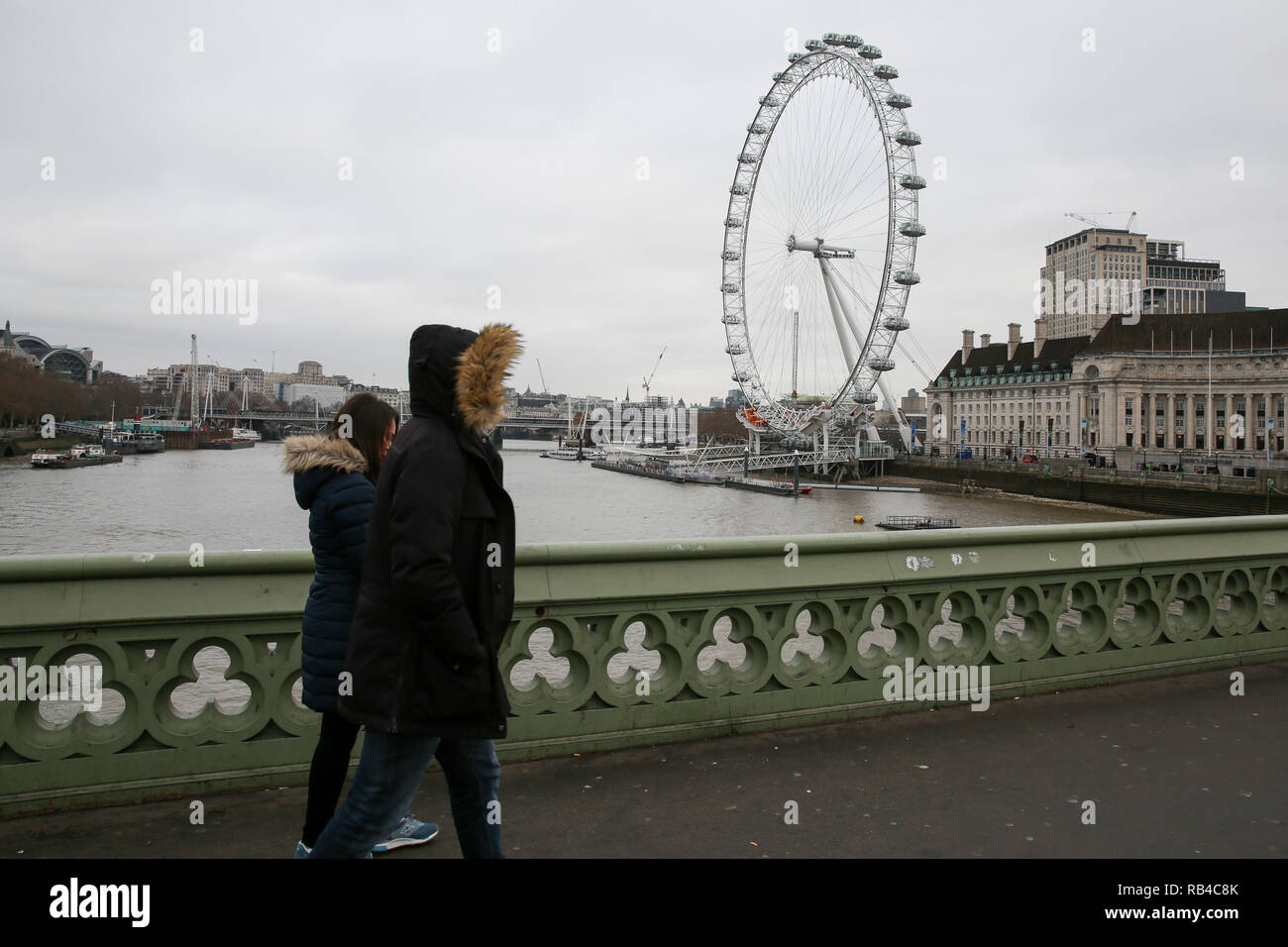 Coca Cola London Eye. London, UK 7 Jan 2018 - Tourists on Westminster Bridge as the Coca Cola London Eye is closed for it's annual maintenance refurbishment. The popular tourist attraction is 135m/443ft high and there are 32 capsules attached to the wheel will re-open on 23rd January 2019. The London Eye is Europe's tallest cantilevered observation wheel and over 3.75 million visitors visits the London Eye annually.  Credit: Dinendra Haria/Alamy Live News Stock Photo