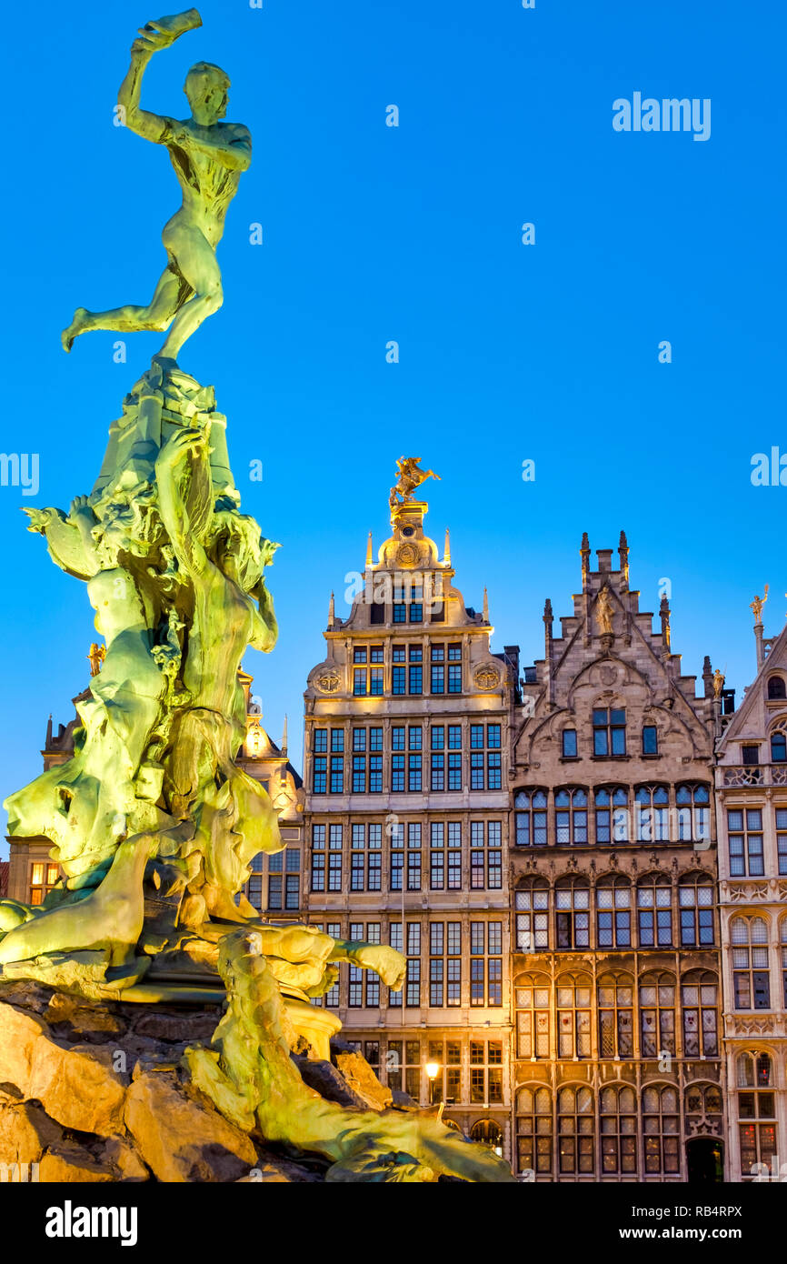 """The Brabo fountain in the Grote Markt  (""""Great Market Square"""") of Antwerp, Belgium Stock Photo"""