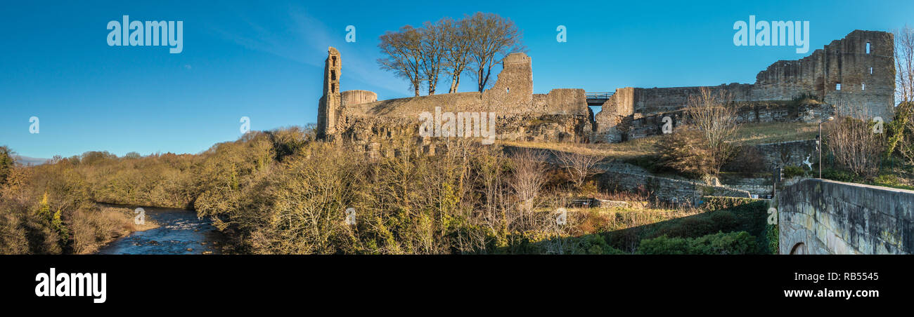 Panoramic view of the Grade 1 listed remains of the 12th century Barnard Castle in the town of Barnard Castle, Teesdale, County Durham, UK Stock Photo