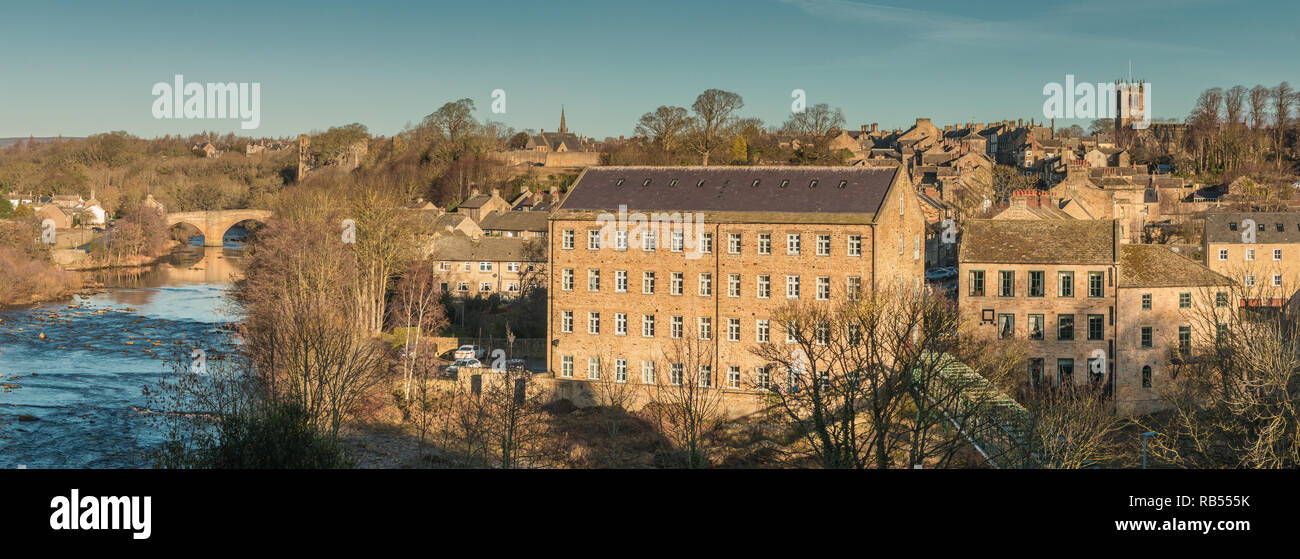 Panoramic view of the ancient market town of Barnard Castle, Teesdale, County Durham, UK in strong winter sunshine and a clear blue sky - Stock Image