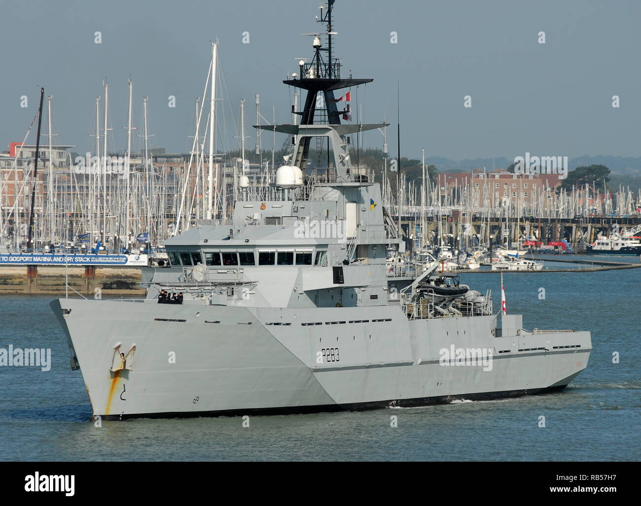 AJAXNETPHOTO.12TH SEPT, 2014. PORTSMOUTH, ENGLAND. - PATROL SHP - HMS MERSEY LEAVING HARBOUR. UPDATE 7TH JAN 2019; ROYAL NAVY DEPLOYED HMS MERSEY TO CHANNEL TO 'HELP PREVENT MIGRANTS MAKING THE DANGEROUS JOURNEY.'. PHOTO:TONY HOLLAND/AJAX REF;DTH141209_1054 - Stock Image