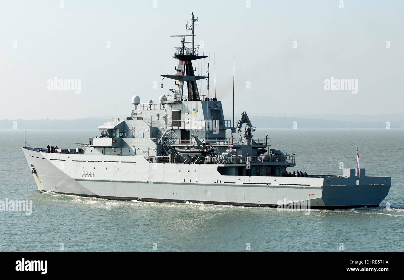 AJAXNETPHOTO. - 12TH SEPT, 2014. PORTSMOUTH, ENGLAND. - PATROL SHP - HMS MERSEY LEAVING HARBOUR. UPDATE 7TH JAN 2019; ROYAL NAVY DEPLOYED HMS MERSEY TO CHANNEL TO 'HELP PREVENT MIGRANTS MAKING THE DANGEROUS JOURNEY.'. PHOTO:TONY HOLLAND/AJAX REF;DTH141209_1076 - Stock Image