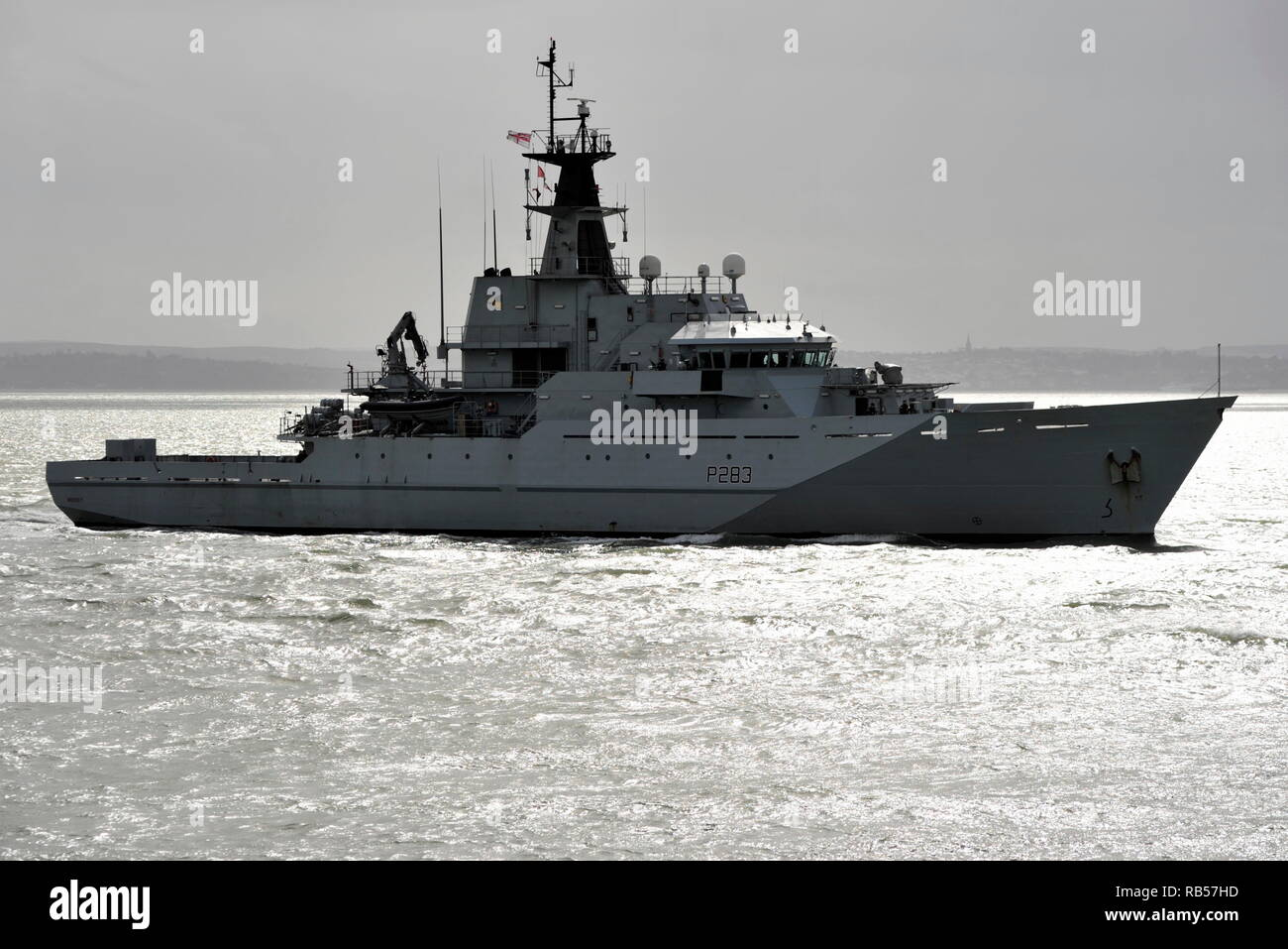 AJAXNETPH0TO. 1ST APRIL, 2015. PORTSMOUTH, ENGLAND. - PATROL SHP - HMS MERSEY (P283) ENTERING HARBOUR. UPDATE 7TH JAN 2019; ROYAL NAVY DEPLOYED HMS MERSEY TO CHANNEL TO 'HELP PREVENT MIGRANTS MAKING THE DANGEROUS JOURNEY.'. PHOTO:TONY HOLLAND/AJAX REF;DTH150104_37417 - Stock Image