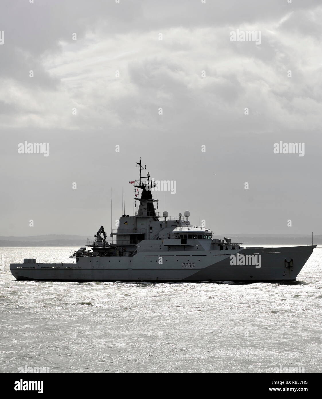 AJAXNETPHOTO. - 1ST APRIL, 2015. PORTSMOUTH, ENGLAND. - PATROL SHP - HMS MERSEY (P283) ENTERING HARBOUR. UPDATE 7TH JAN 2019; ROYAL NAVY DEPLOYED HMS MERSEY TO CHANNEL TO 'HELP PREVENT MIGRANTS MAKING THE DANGEROUS JOURNEY.'. PHOTO:TONY HOLLAND/AJAX REF;DTH150104_37418 - Stock Image
