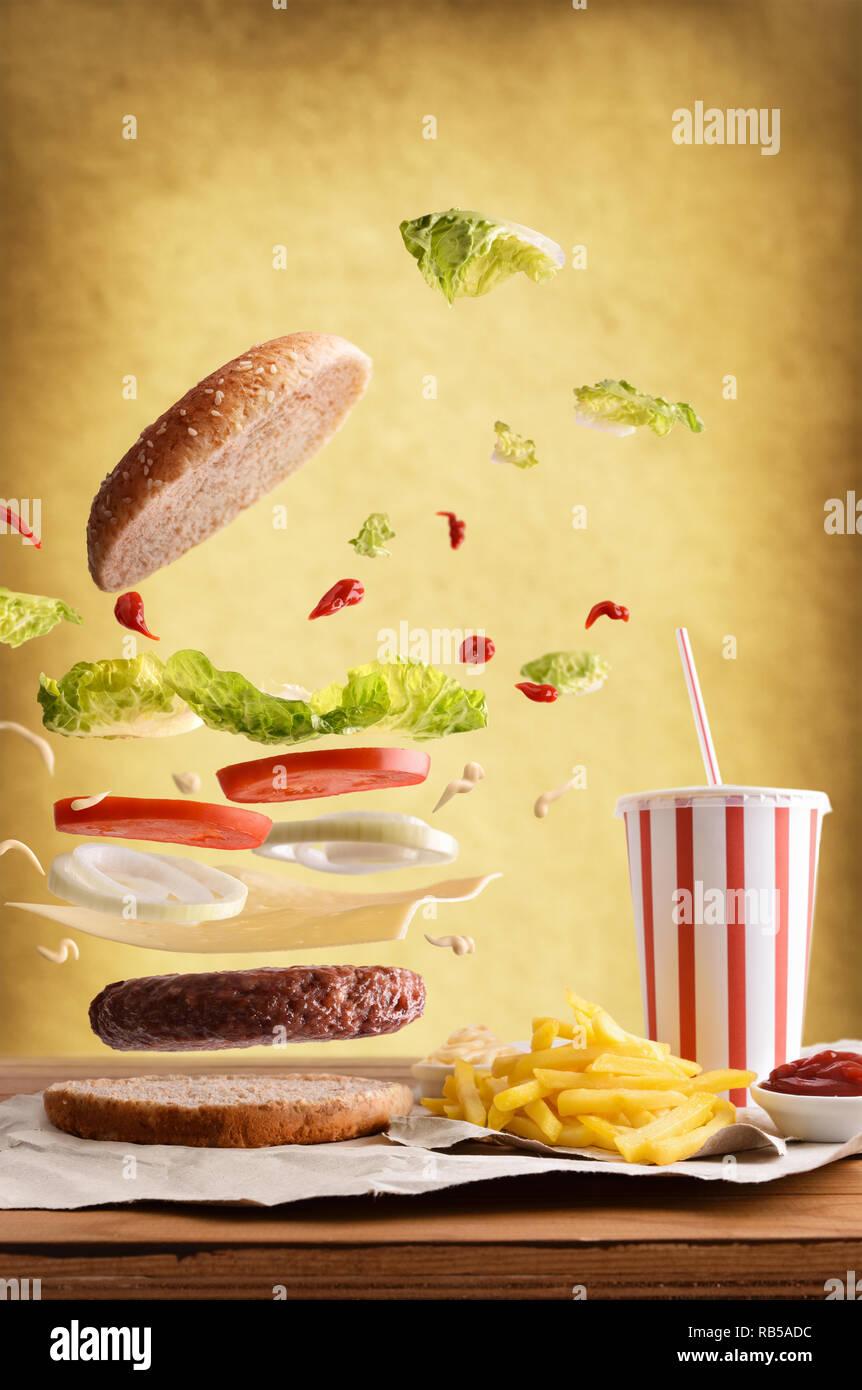 what is a typical accompaniment for la hamburguesa