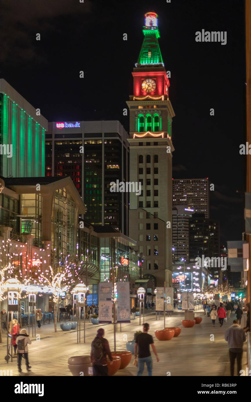 Denver, Colorado - The 16th Street pedestrian mall during the Christmas holiday season. The Daniels & Fisher Tower (center) was the tallest structure  - Stock Image