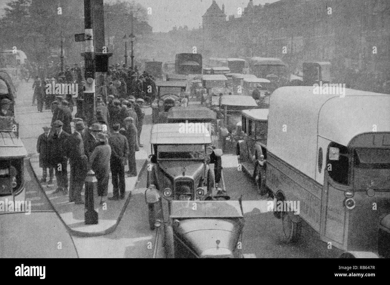 London traffic crowds the roads of the British capital during the nineteen twenties. - Stock Image