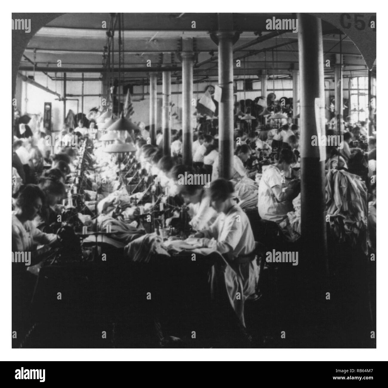 Photograph of the interior of a woollen factory in Leicester, England. Dated 1923 - Stock Image