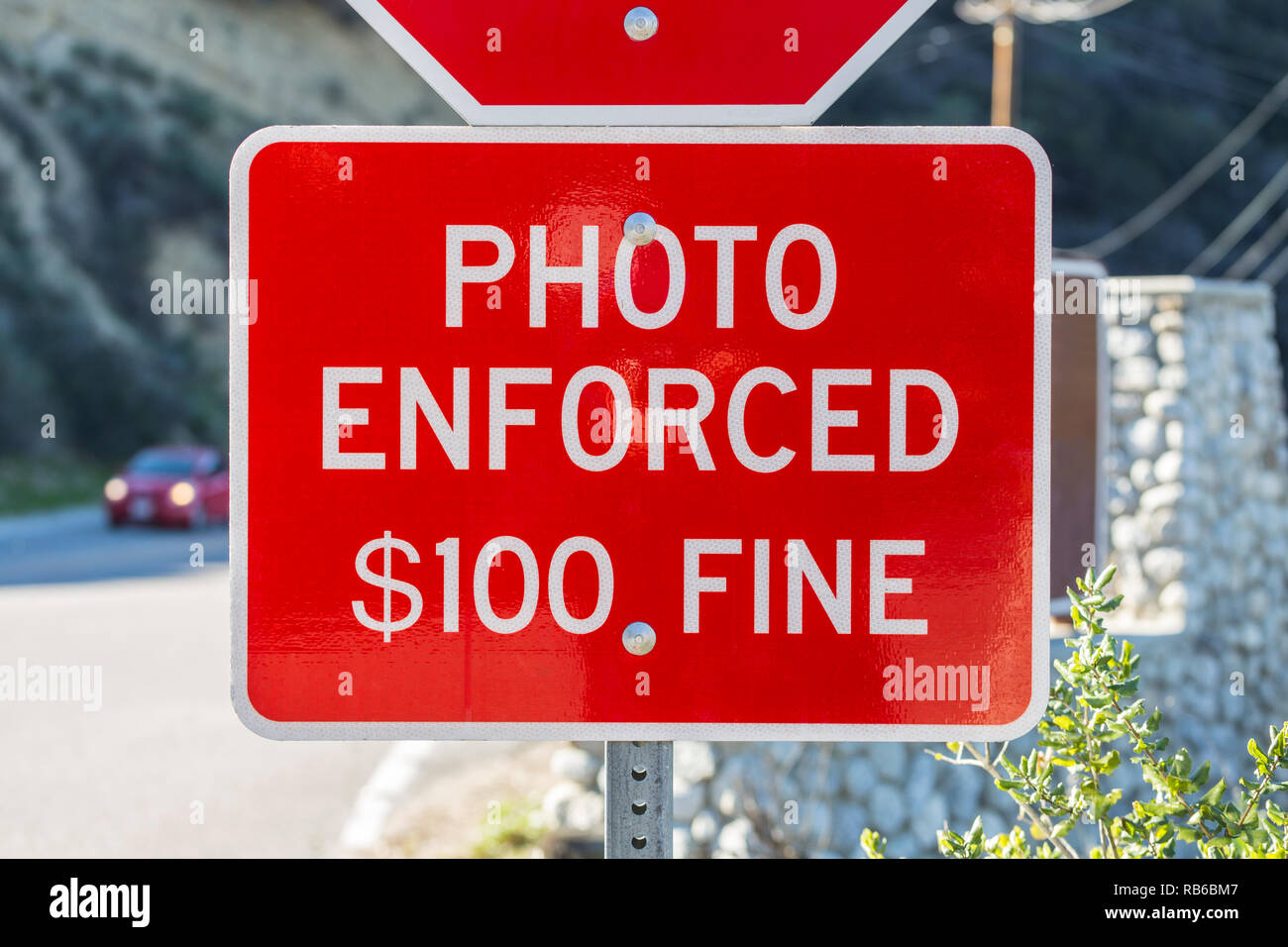 Photo enforced $100 fine stop sign warning notice in Southern California. - Stock Image
