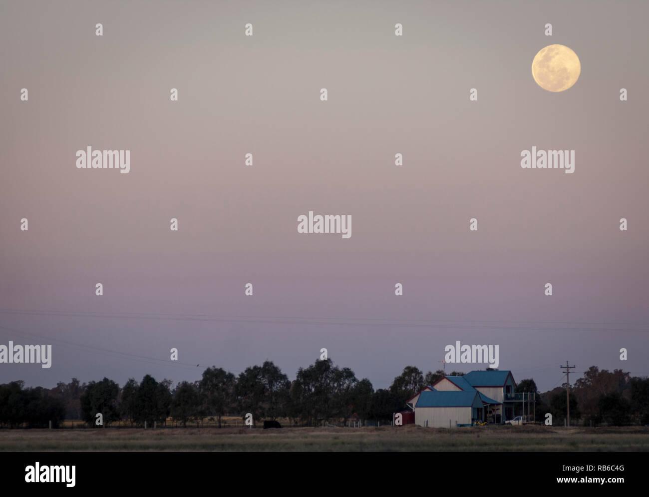 Full moon over Victorian farmland, Australia - Stock Image