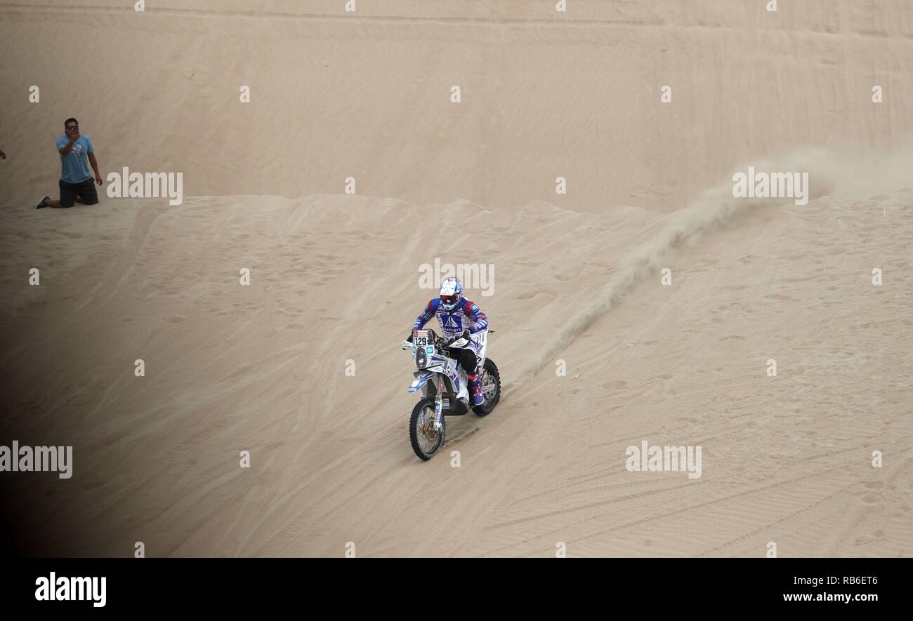 Pisco, Peru. 07th Jan, 2019. Dutch rider Paul Spierings drives his Husqvarna during the first stage of the Rally Dakar 2019, between Lima and Pisco, in Peru, 07 January 2019. Credit: Ernesto Arias/EFE/Alamy Live News - Stock Image