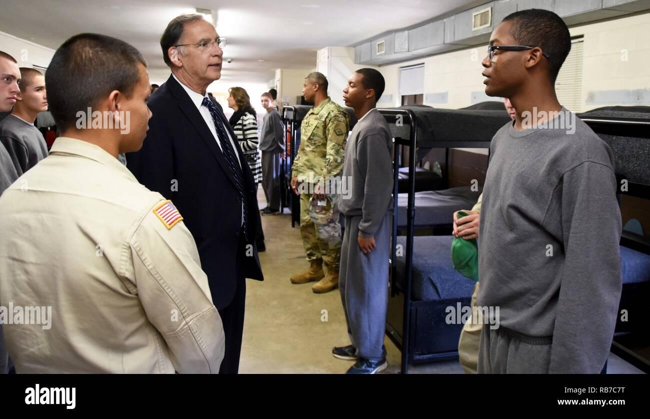 Senator John Boozman spoke with Cadets of the Arkansas