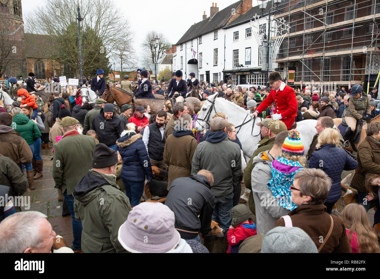Atherstone Hunt parading in the market square watched by anti hunt protestors - Stock Image