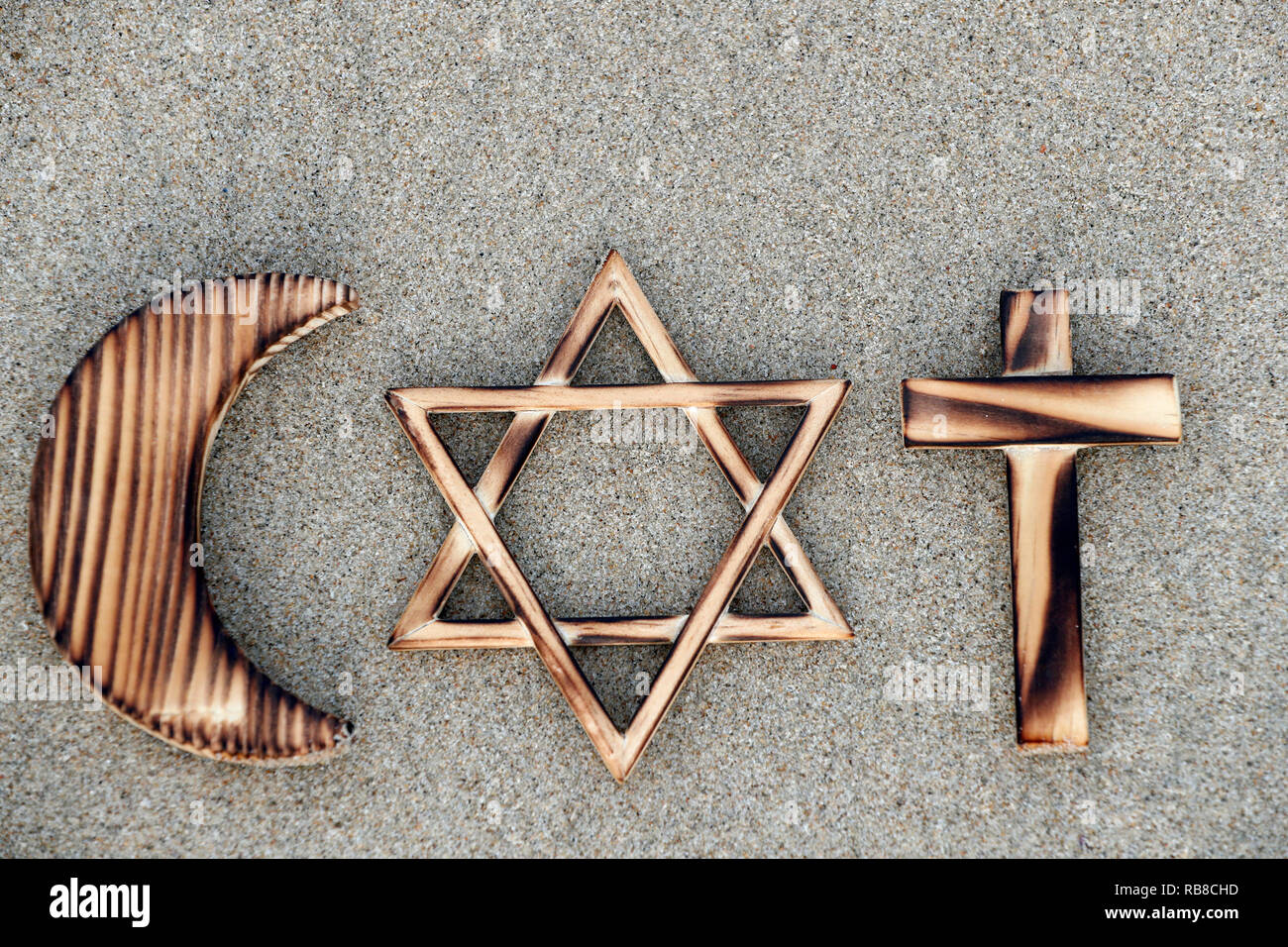 Symboles interreligieux. Christianity, Islam, Judaism 3 monotheistic religions. Jewish Star, Cross and Crescent : Interreligious symbols. - Stock Image
