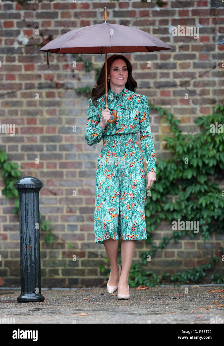 The Duchess of Cambridge, arrives for a visit to The Sunken Garden in the grounds of Kensington Palace. - Stock Image