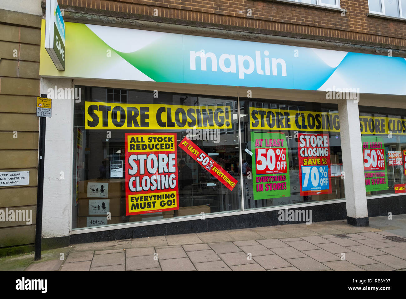 Maplin store in Shrewsbury with closing down signs, Shropshire, England, UK - Stock Image