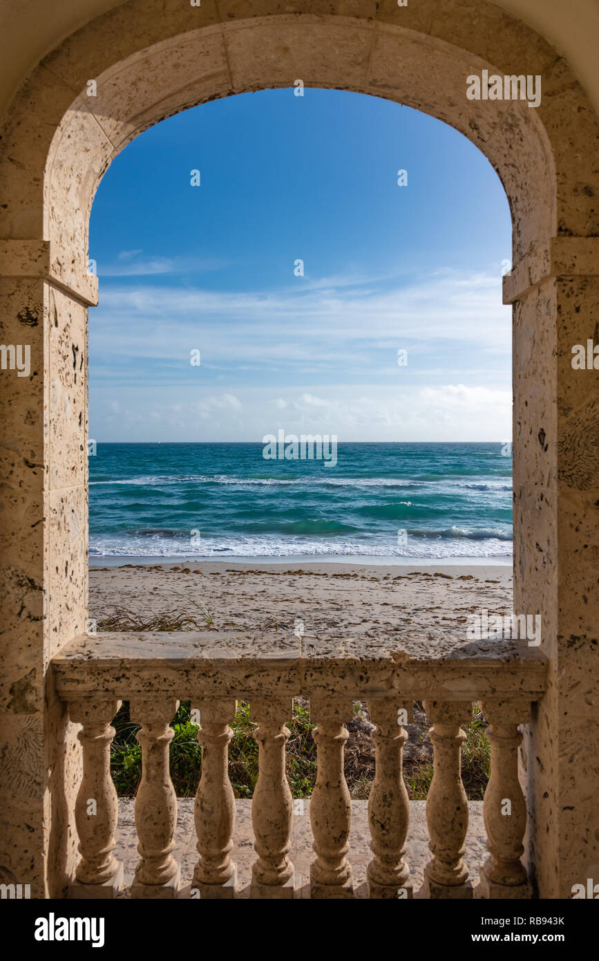 Archway view of the Atlantic Ocean from the Worth Avenue Clock Tower on the beach in Palm Beach, Florida. (USA) - Stock Image