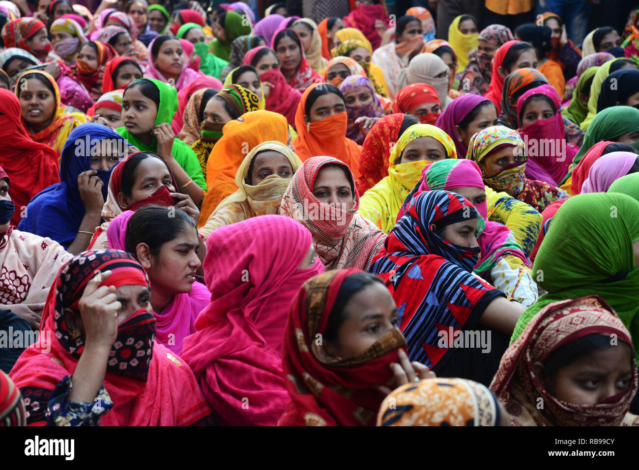 Dhaka, Bangladesh. 8th January, 2019. Bangladeshi garments worker block a road during a protest in Dhaka, Bangladesh, on 08, 2019. Hundreds of Garment workers have been protesting since 6 December to demand the government implement the new wage structure it has declared for the sector, including the minimum wage. Credit: Mamunur Rashid/Alamy Live News - Stock Image