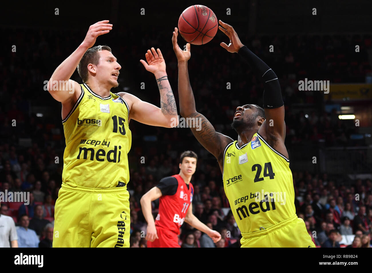v.li:Gregor HR) OVATH, De Mon BROOKS (both medi) in the fight for the ball, action. Basketball 1.Bundesliga/Bayern Munich-medi Bayreuth on 06/01/2019. © Sven Simon Photo Agency GmbH & Co. Press Photo KG # Prinzess-Luise-Str. 41 # 45479 M uelheim/Ruhr # Tel. 0208/9413250 # Fax. 0208/9413260 # GLS Bank # Bank Code 430 609 67 # Kto. 4030 025 100 # IBAN DE75 4306 0967 4030 0251 00 # BIC GENODEM1GLS # www.svensimon.net ## -video ## Basketball 1.Bundesliga/FC Bayern Munich-Telekom Baskets Bonn on 21.10.2018, AUDIDOM E. | usage worldwide - Stock Image
