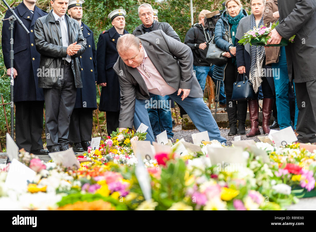 Bantry, West Cork, Ireland. 8th Jan, 2019. On the 40th Anniversary of the Whiddy Island disaster, in which the French oil tanker Betelgeuse exploded killing 50, a huge crowd attended the formalities in Abbey Graveyard, Bantry. Cllr. Danny Collins lays a wreath at the memorial.  Credit: Andy Gibson/Alamy Live News. - Stock Image