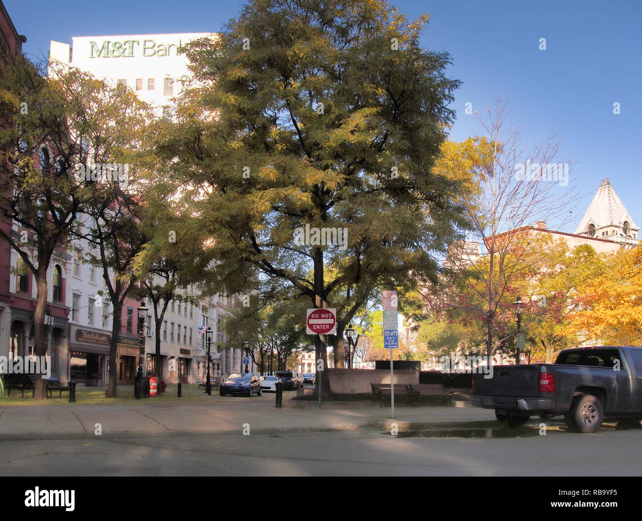 Syracuse, New York, USA. November 7, 2018. Pretty autumn morning in Hanover Square in downtown Syracuse, NY - Stock Image