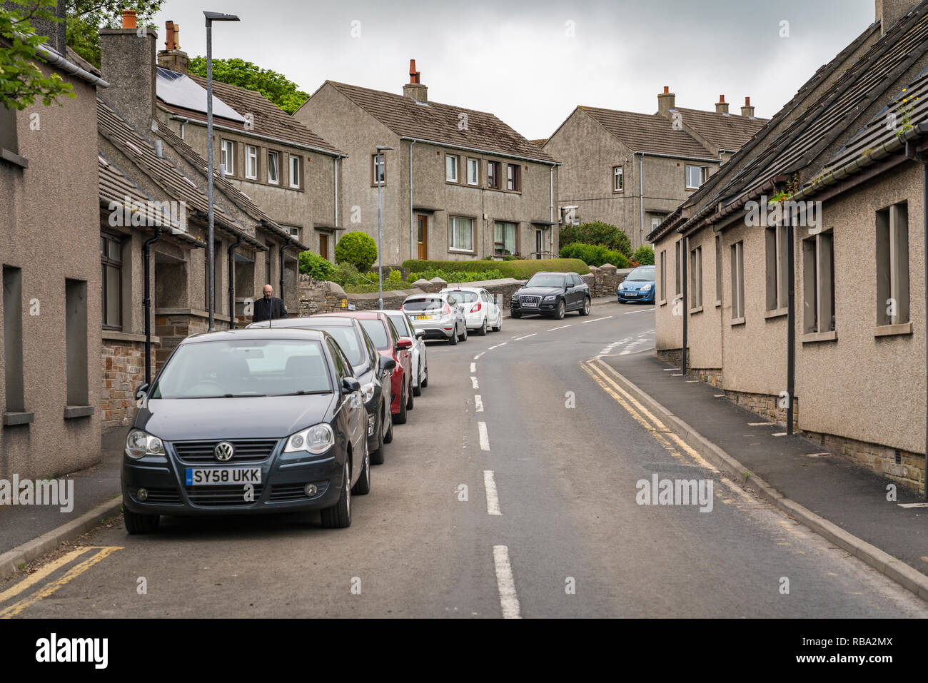 A narrow street with cars in Kirkwall, Orkney, Scotland, United Kingdom, Europe. - Stock Image