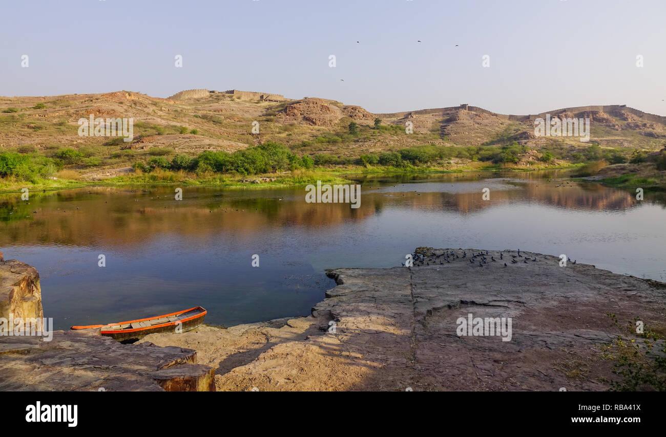 Balsamand Lake at summer day in Jodhpur, India. This lake is a popular picnic spot, built in 1159 AD by Gurjara-Pratihara rulers. - Stock Image