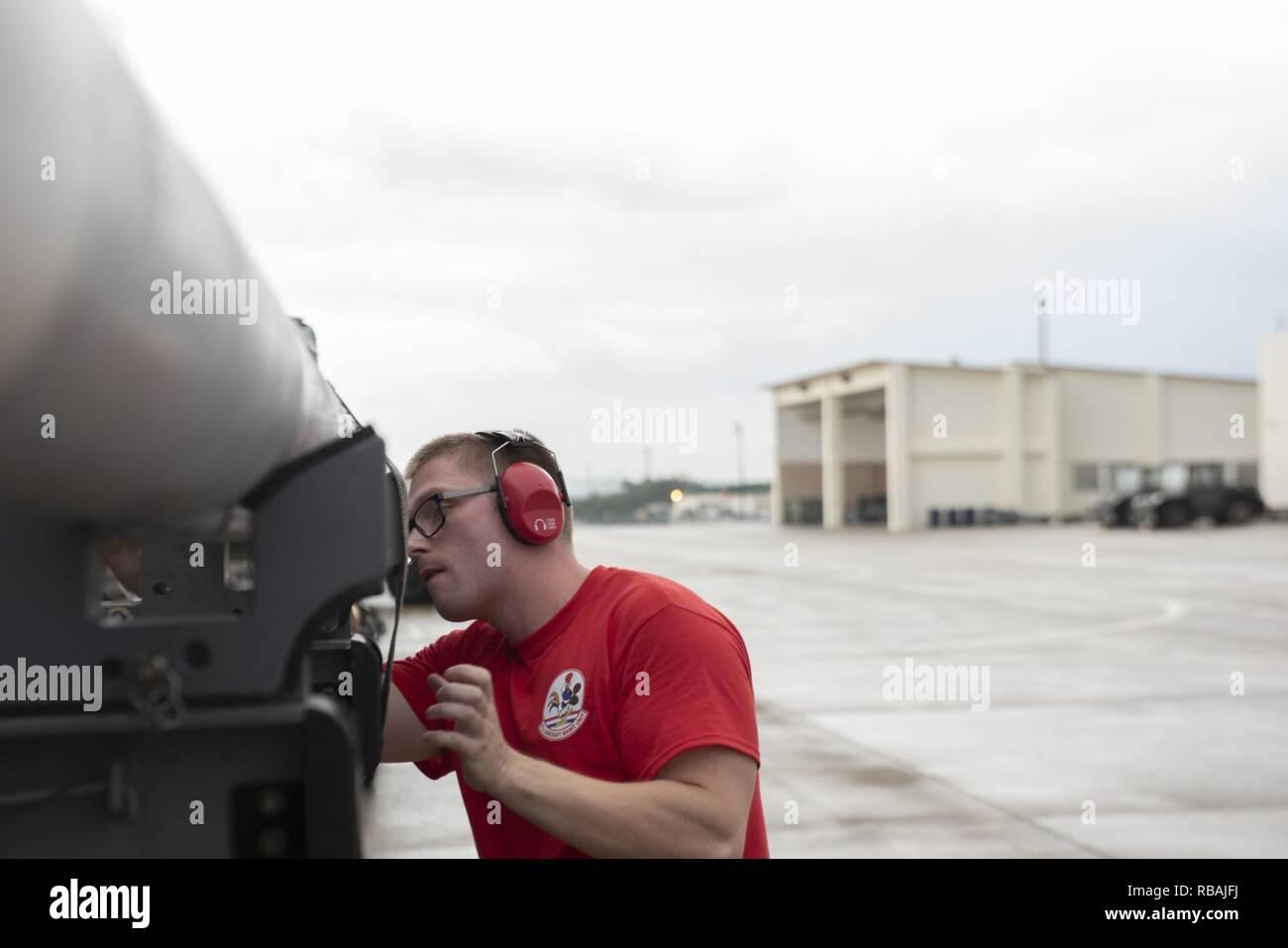 énorme réduction 27a0c 687b2 U.S. Air Force Staff Sgt. Marcus Brun, 67th Fighter Squadron ...