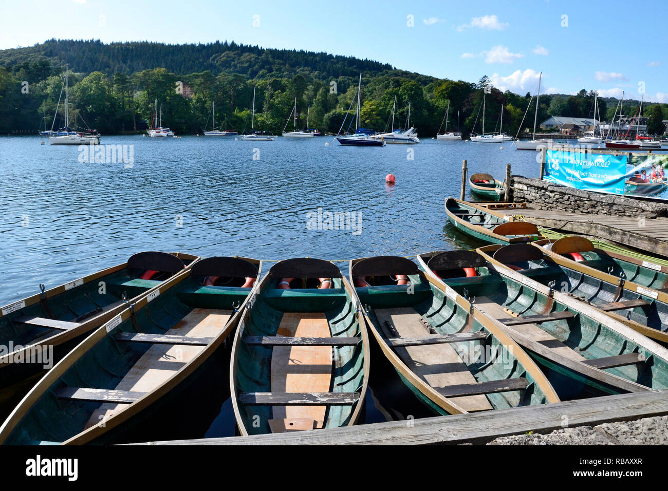Rowing boats moored at the bank of Windermere in Fell Foot Country Park, Lake Windermere, Cumbria, UK - Stock Image