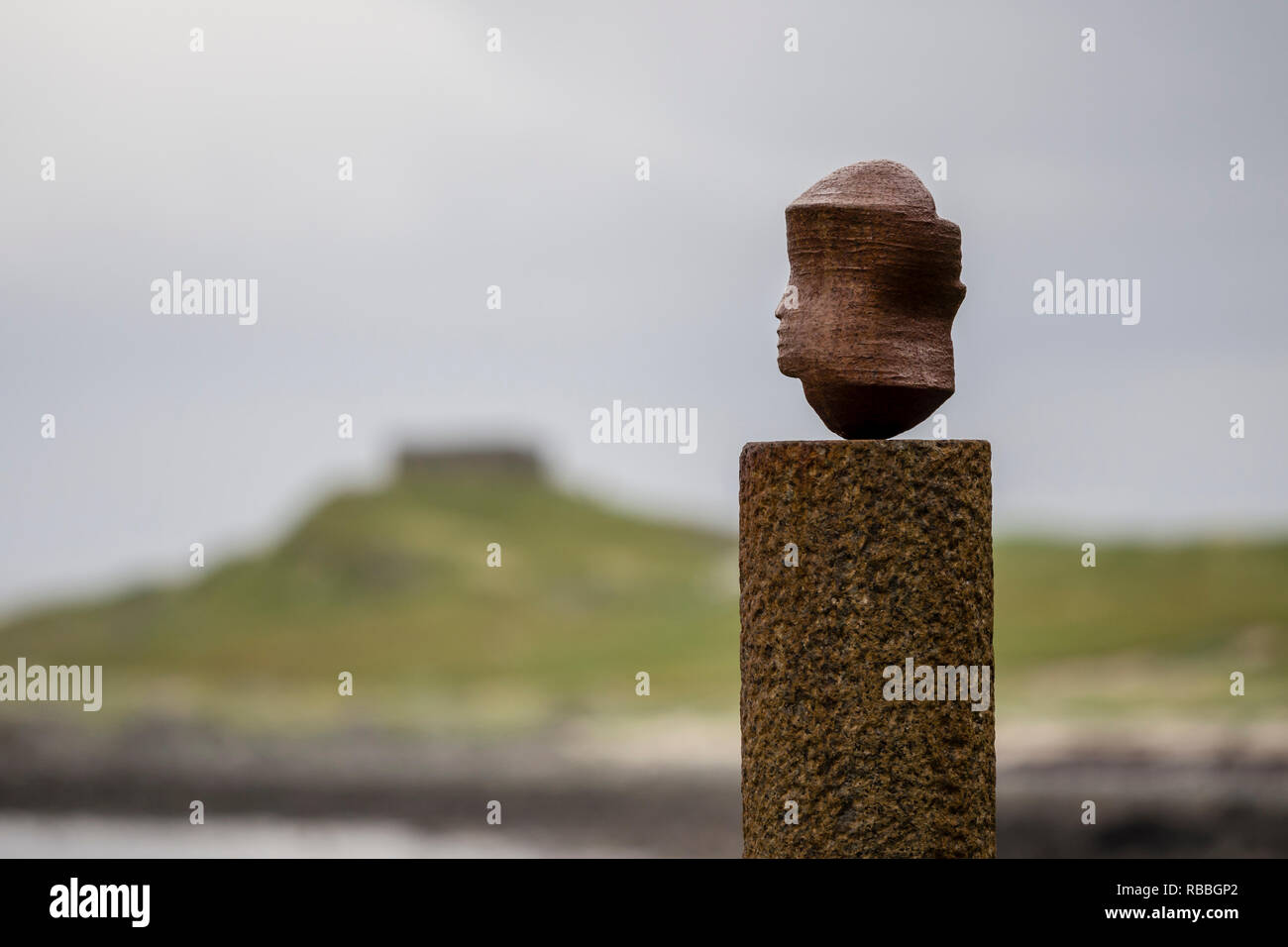 Eggum, 'the head', sculpture at the beach near Eggum, part of Artscape Nordland, Skulpturlandskap Nordland, Vestvagöy, Lofoten, Norway - Stock Image