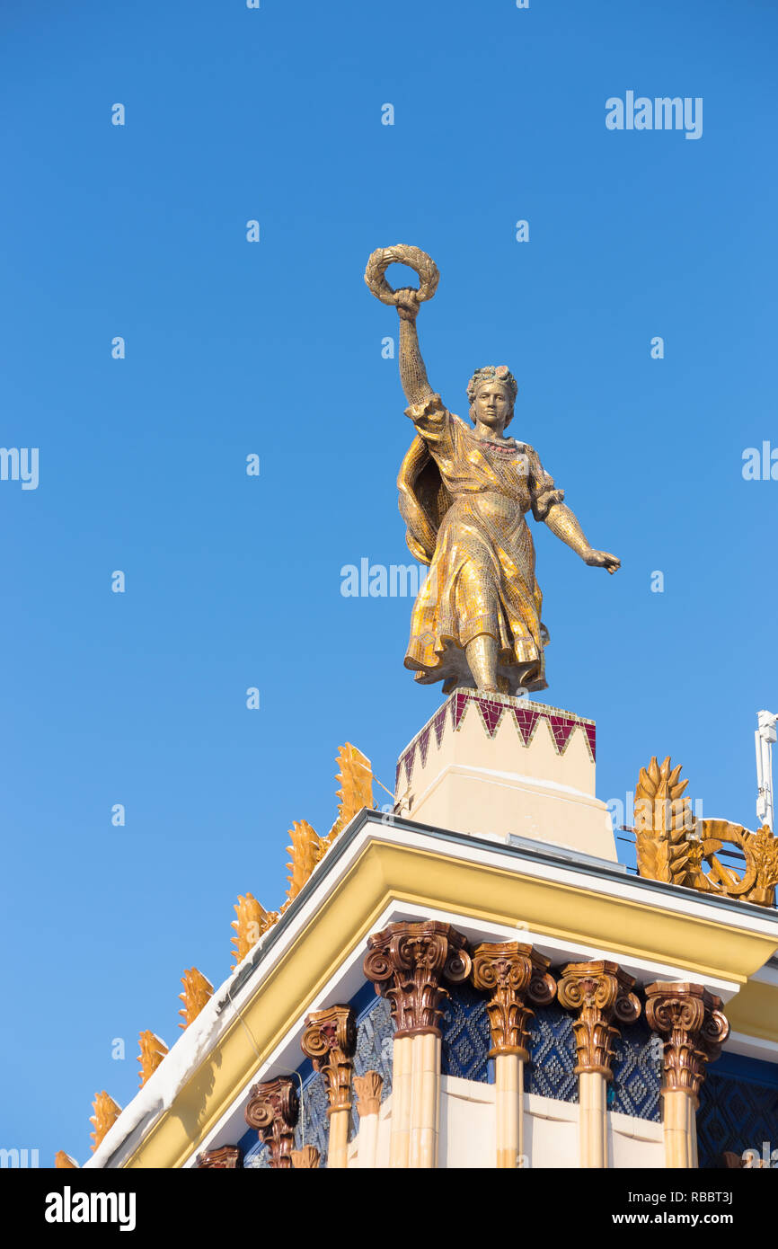 VDNKh complex in Moscow: Statue at the top of Ukraine Pavilion Stock Photo