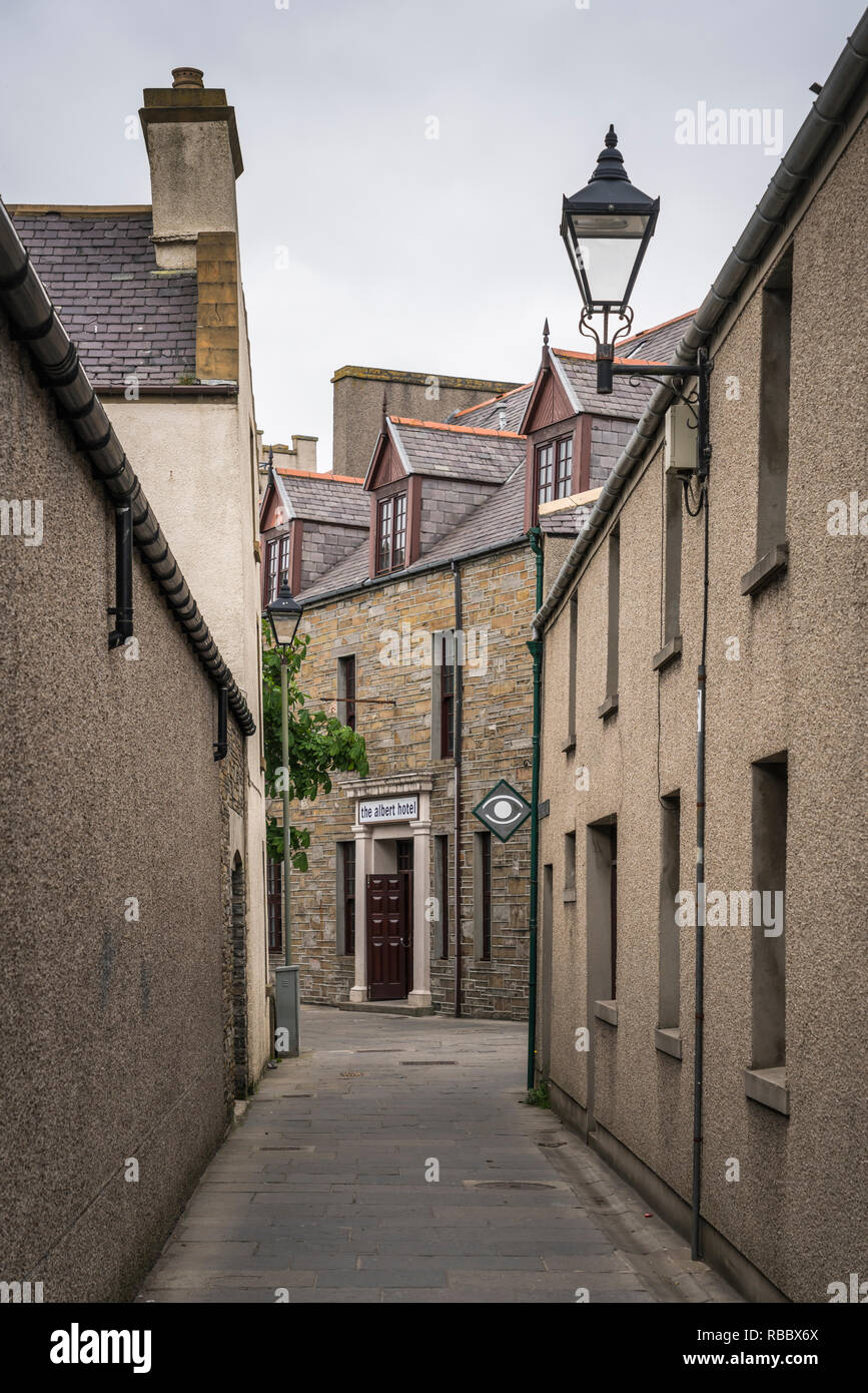 A narrow empty street in Kirkwall, Orkney, Scotland, United Kingdom, Europe. - Stock Image