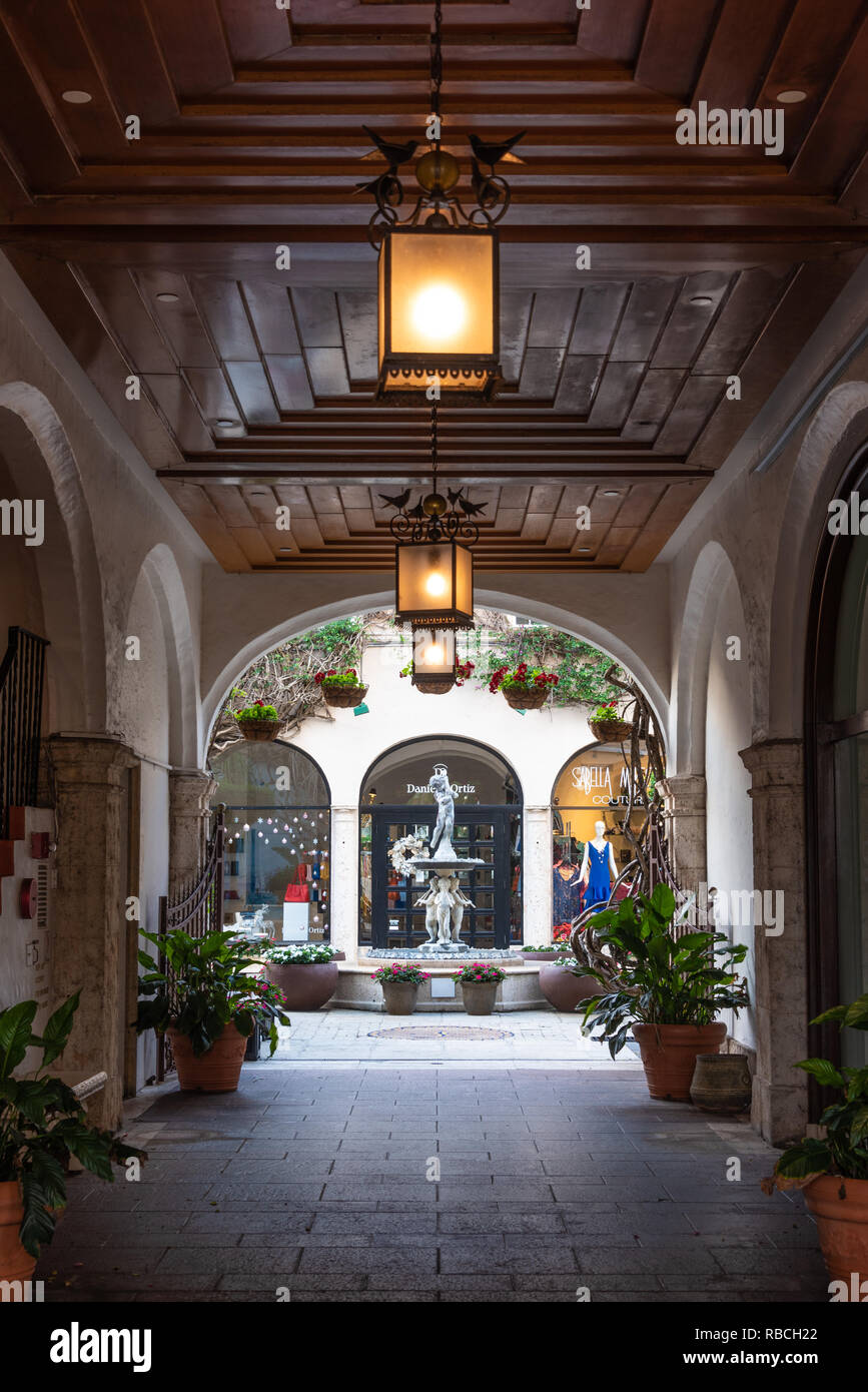 Alcove at Via Amore along Worth Avenue, Palm Beach, Florida's world-famous luxury shopping district. (USA) Stock Photo