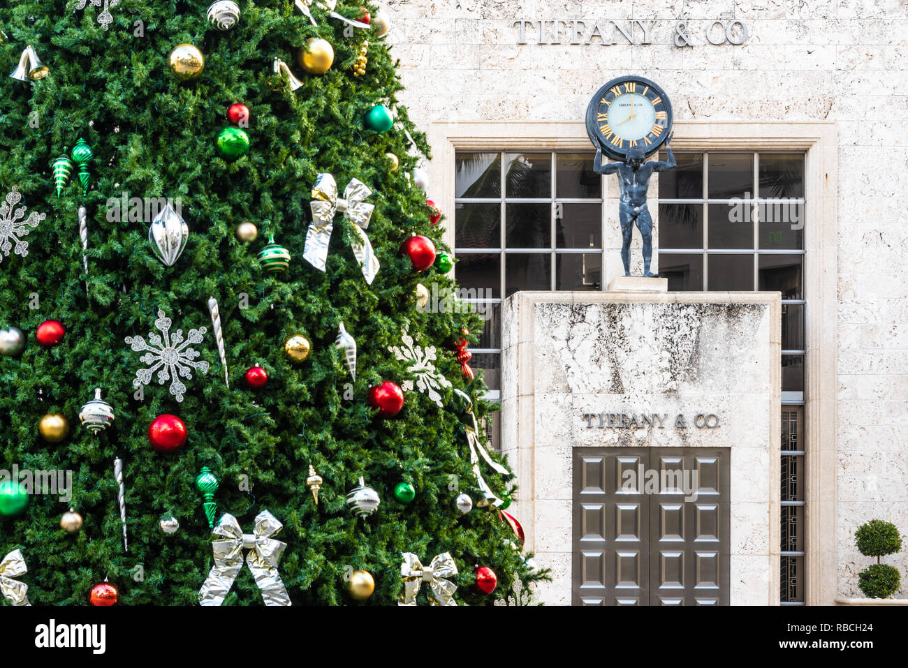 Worth Avenue Christmas tree at Tiffany and Co. in Palm Beach, Florida. (USA) Stock Photo