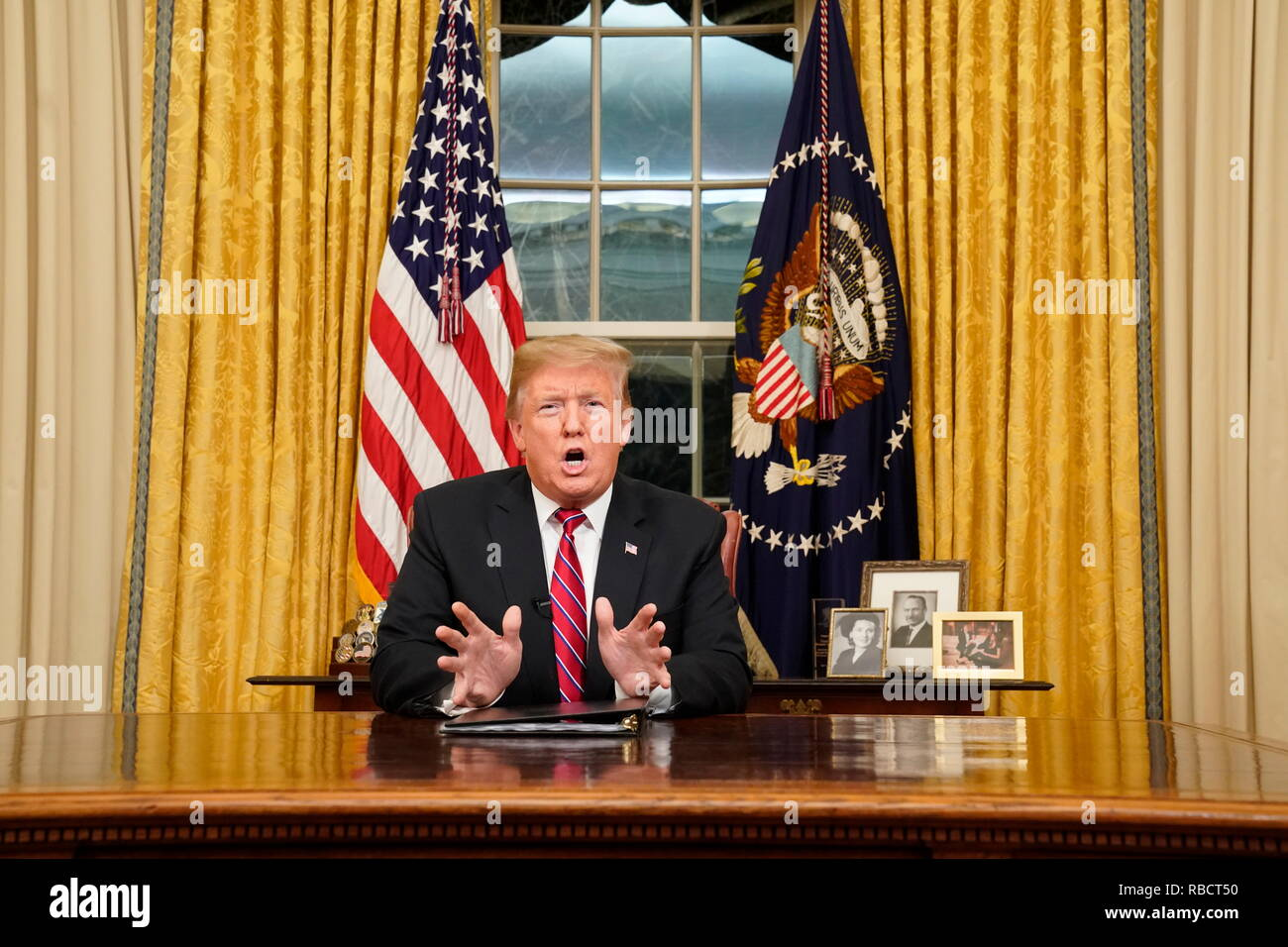 Washington, DC, USA. 08th Jan, 2019. U.S. President Donald Trump speaks to the nation in his first-prime address from the Oval Office of the White House on January 8, 2019 in Washington, DC. A partial shutdown of the federal government has gone on for 17 days following the president's demand for $5.7 billion for a border wall while Democrats have refused. ( Credit: Carlos Barria Pool/Getty Images) Credit: Carlos Barria/Pool Via Cnp/Media Punch/Alamy Live News - Stock Image