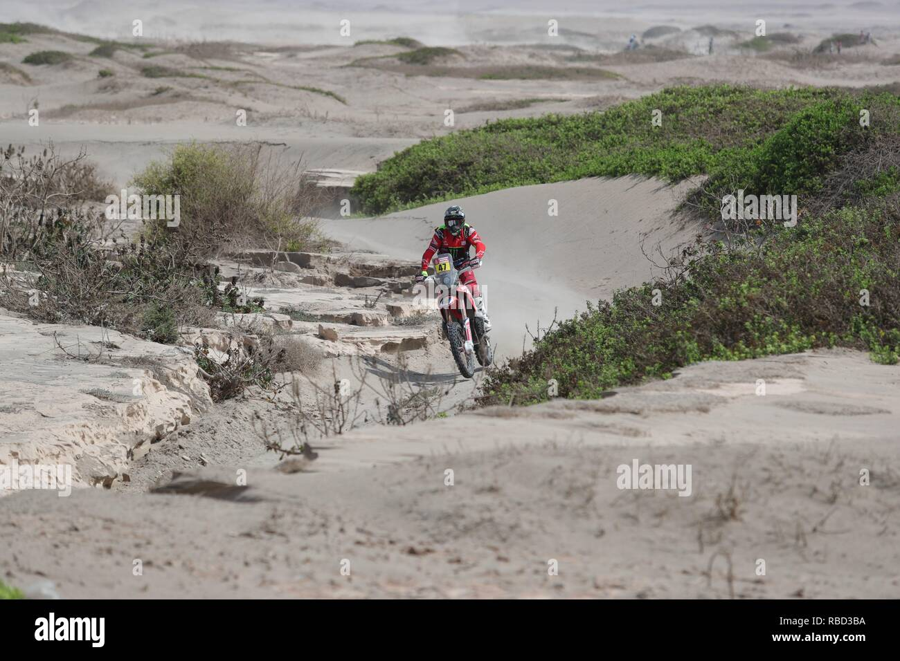 San Juan De Marcona, Peru. 08th Jan, 2019. Argentinean Kevin Benavides drives his Husqvarna during the third stage of the Rally Dakar 2019, from San Juan de Marcona to Arequipa, in Peru, 09 January 2019. Credit: Ernesto Arias/EFE/Alamy Live News - Stock Image