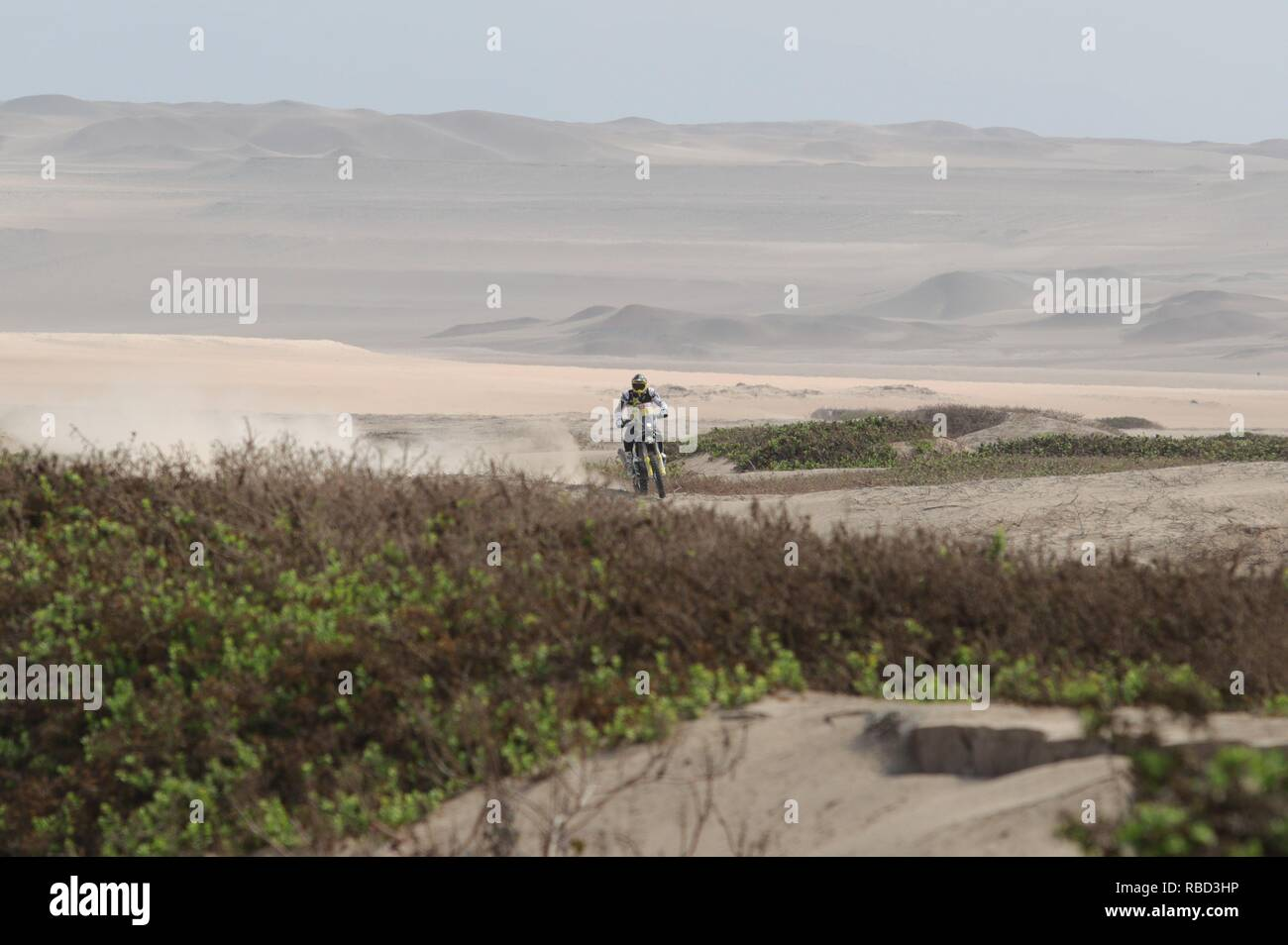 San Juan De Marcona, Peru. 09th Jan, 2019. Chilean Pablo Quintanilla drives his Husqvarna during the third stage of the Rally Dakar 2019, from San Juan de Marcona to Arequipa, in Peru, 09 January 2019. Credit: Ernesto Arias/EFE/Alamy Live News - Stock Image