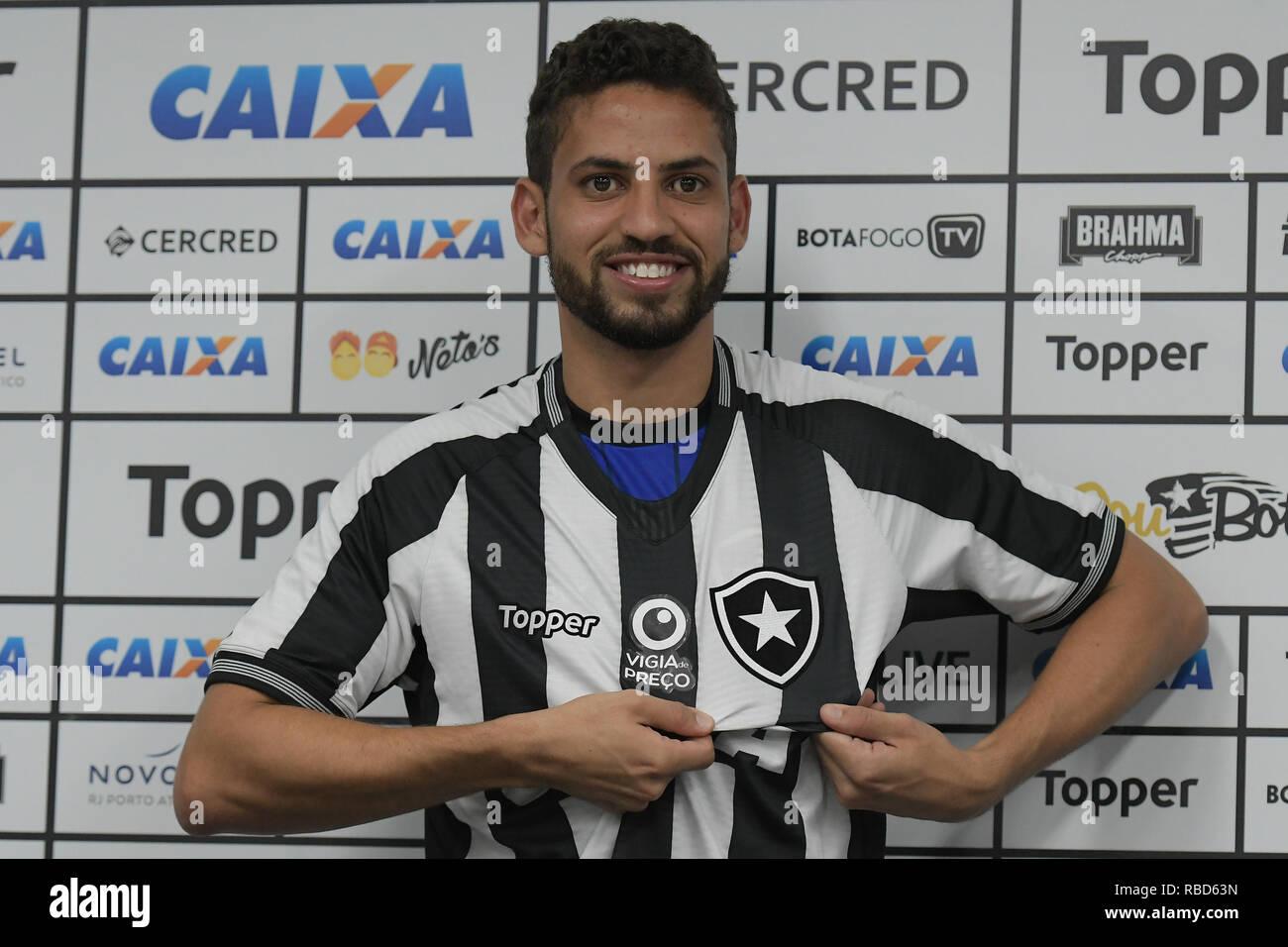 c4afcbfac37 Rio de Janeiro - 09 01 2019 - Presentation Gabriel in Botafogo - Gabriel  during his official presentation at Botafogo in a collective at the stadium  of ...