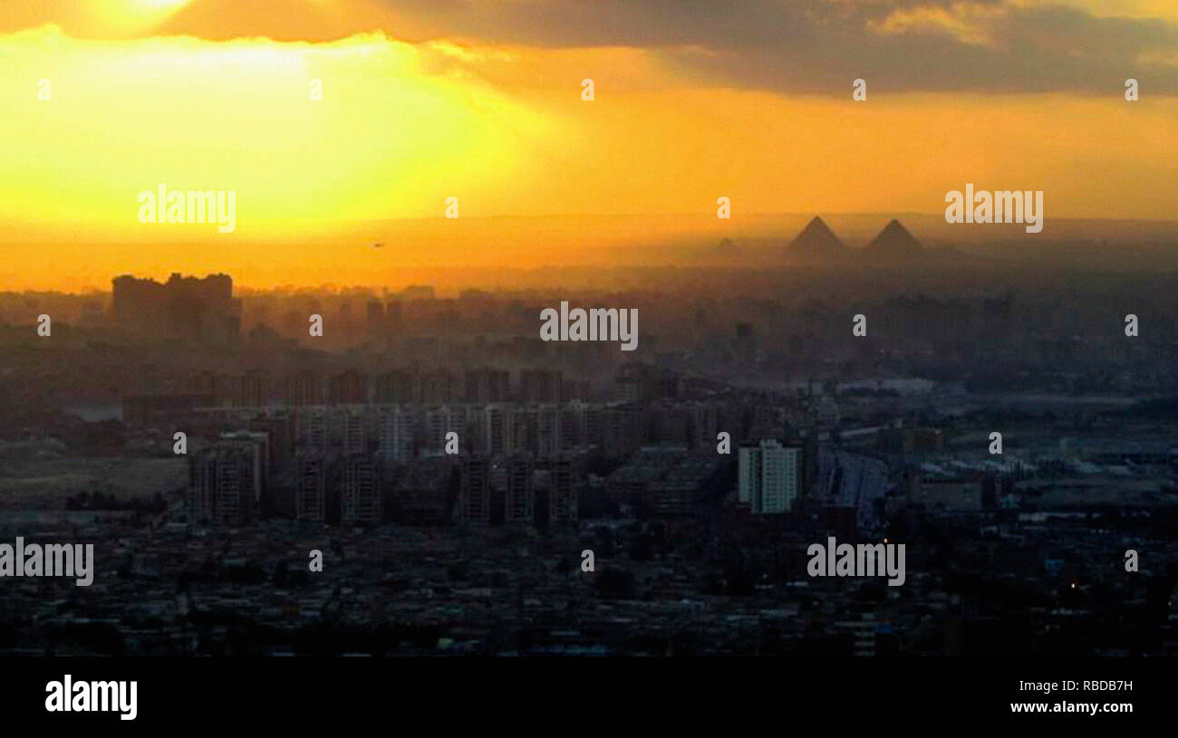 Prod DB © Abbout Productions - Artkhana / DR AMAL  documentaire de Mohamed Siam 2017 EGY./LIB./ALL./FRA./NORV./DAN. documentary; documentaire; Le Caire; Egypte; pyramide; Egypte; pyramid - Stock Image