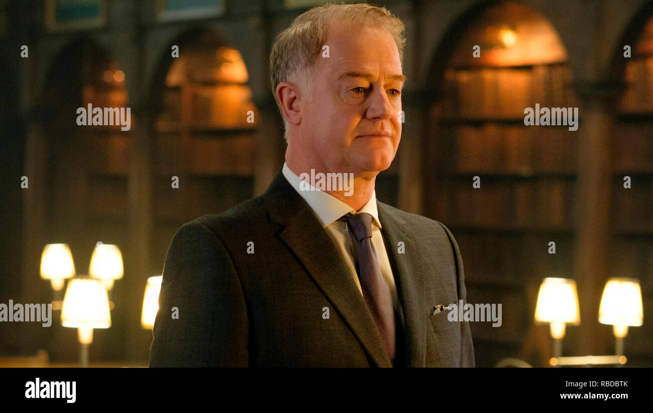 Prod DB © Sky UK Limited - Bad Wolf / DR A DISCOVERY OF WITCHES serie TV 2018- GB saison 1 episode 3 Owen Teale. d'apres le roman de Deborah Harkness based on the 'All Souls Trilogy' by Deborah Harkness - Stock Image