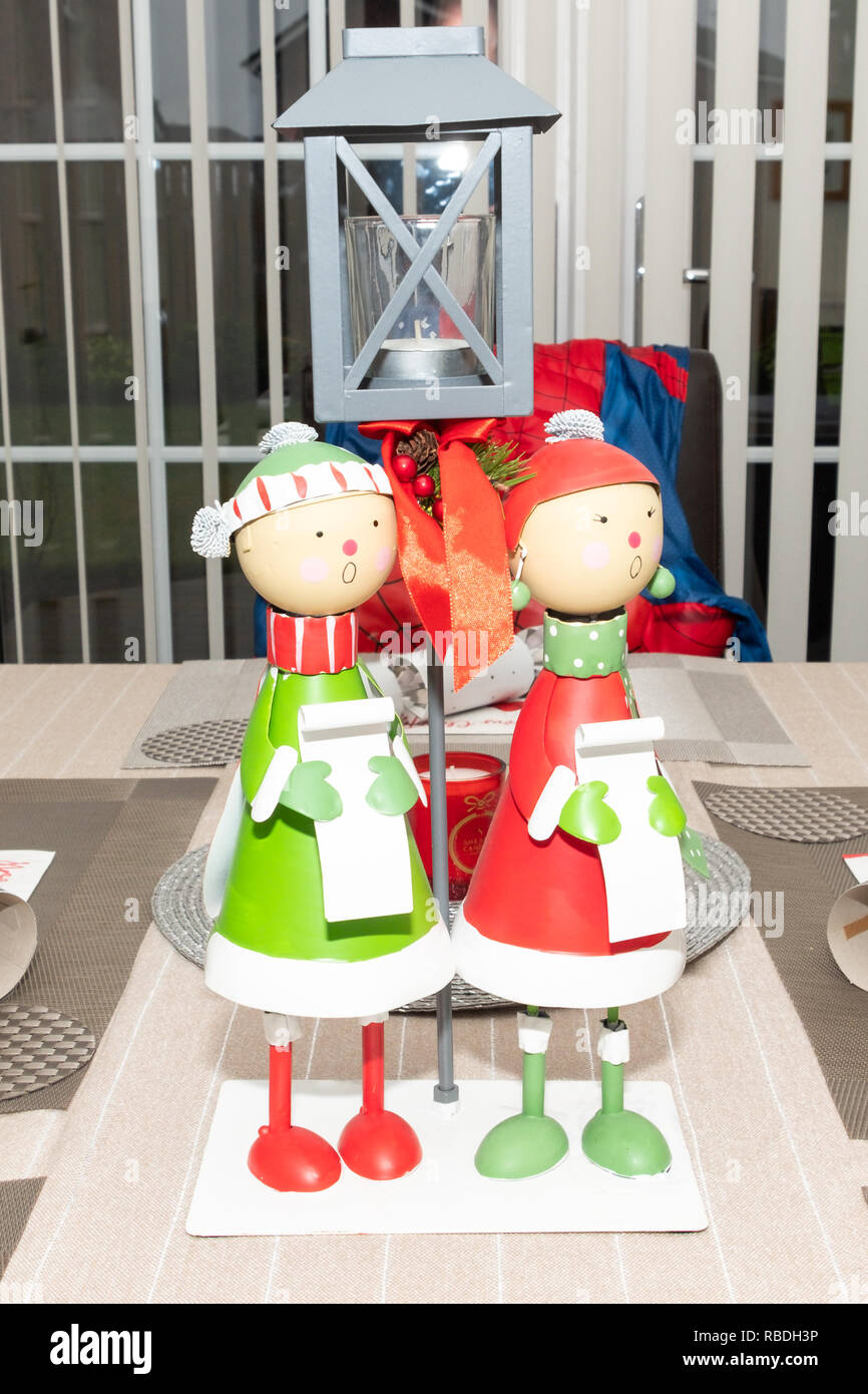 Christmas Carol Singers Ornaments.Christmas Carol Singing Table Ornaments In The Centre Of The