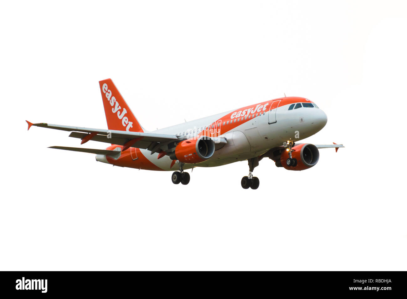 GATWICK AIRPORT, ENGLAND, UK – AUGUST 30 2018: An easyJet Airlines Airbus A319-100 plane comes in to land at London Gatwick Airport. Isolated on white - Stock Image