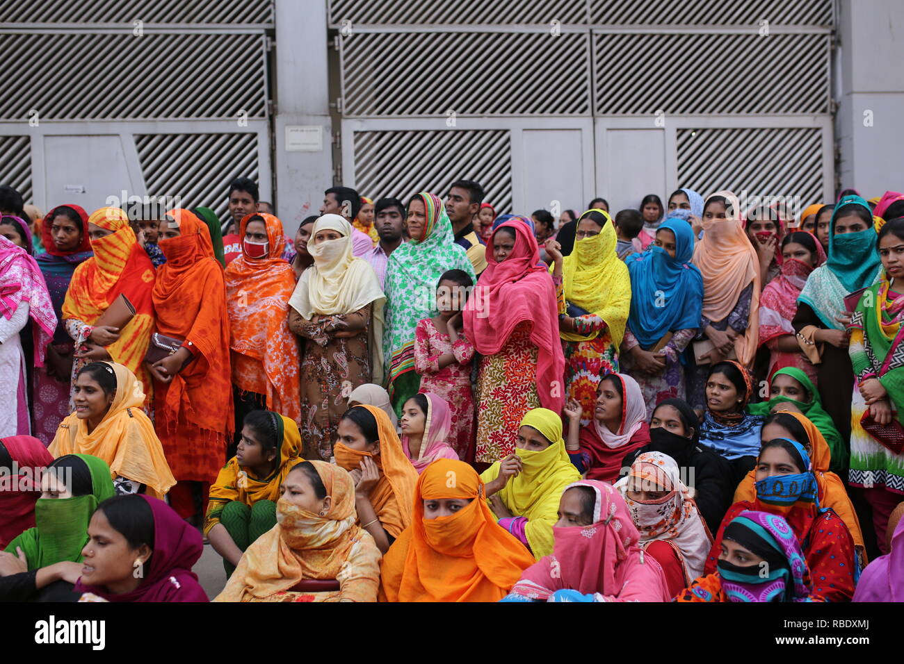 Dhaka, Bangladesh: Garment workers block a road during an ongoing protest to demand higher wages, in Dhaka, Bangladesh on January 9, 2019. © Rehman Asad / Alamy Stock Photo - Stock Image